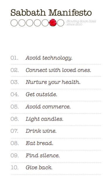En inglés: Evita la tecnología. Conecta con los que más quieres. Nutre tu salud. Sal afuera. Evita el comercio. Enciende velas. Bebe vino. Come pan. Encuentra el silencio. Devuelve.