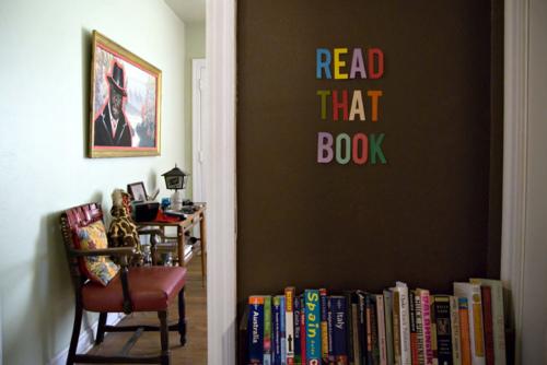 Lee un libro